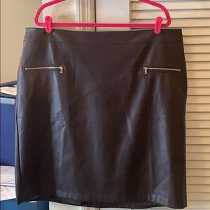 Plus size Faux Leather Zip Pocket Pencil Skirt